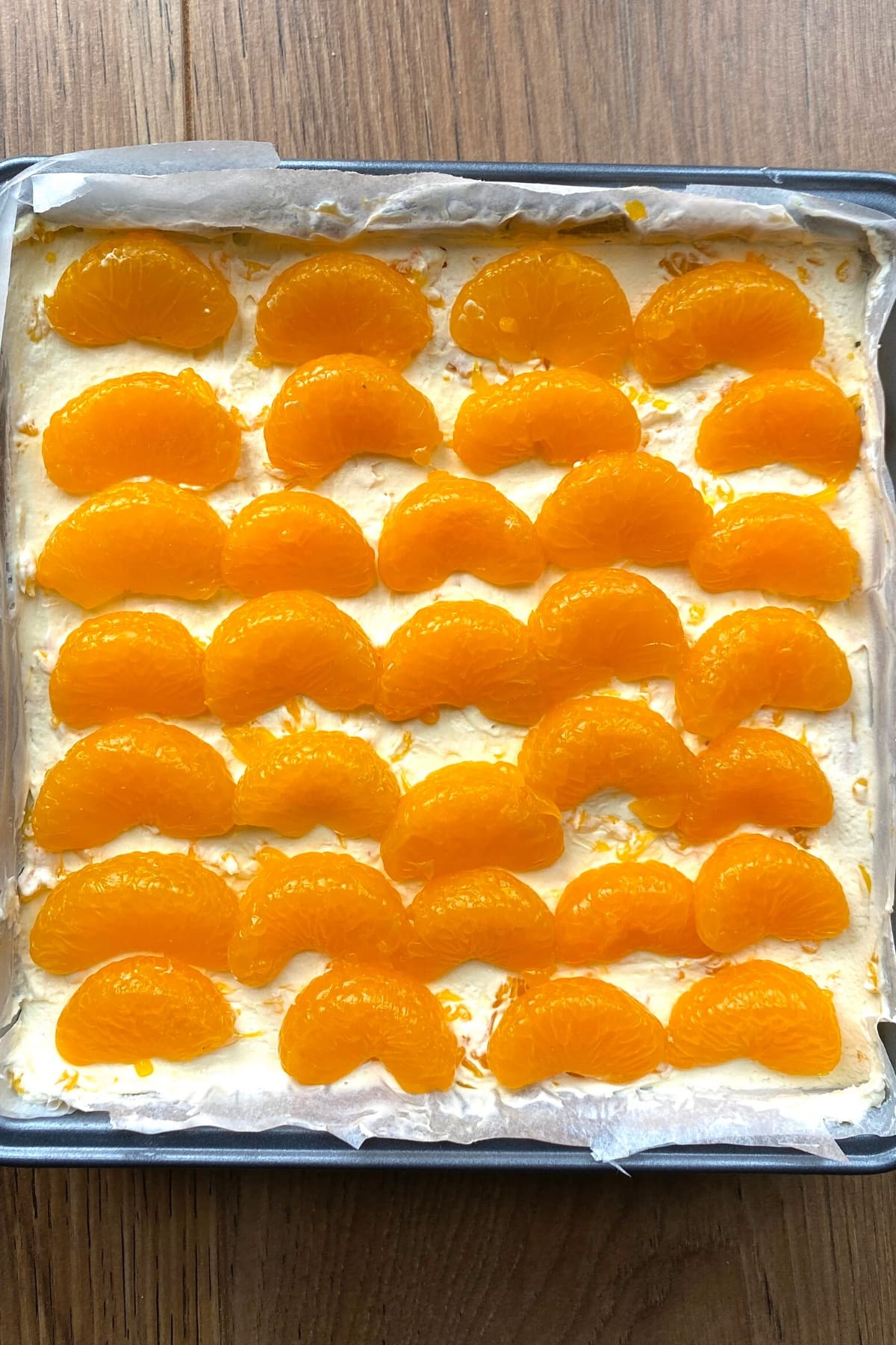 Decorate the top of cheesecake with mandarins